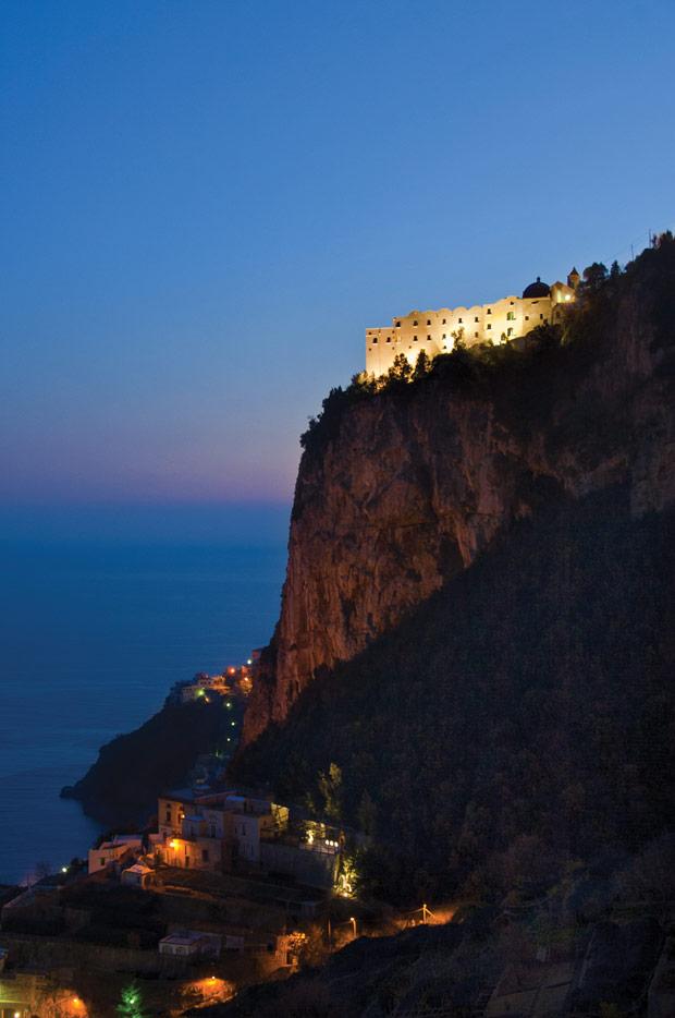 Monestaro_santa_rosa-Cliff-View-Night