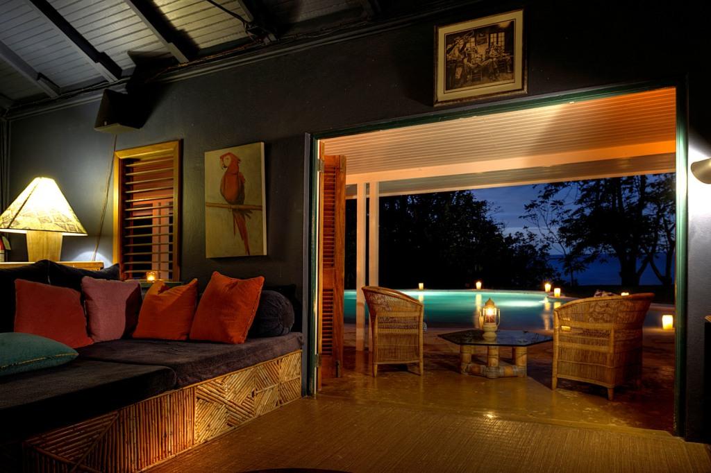flemming_villa_pool_night